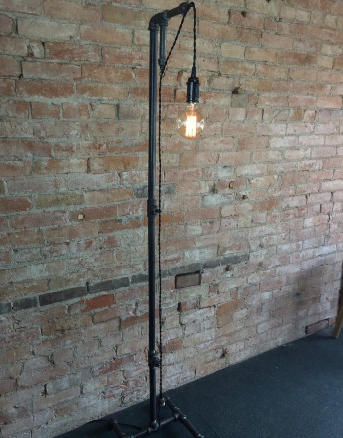 lampade-applique-stile-industrial-bottiglie-vetro-tubi-metallo-18