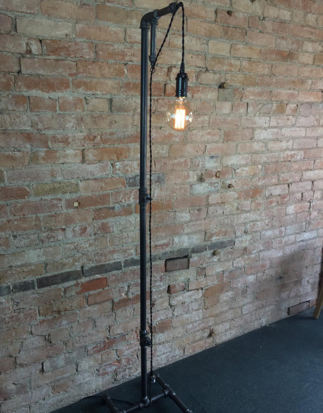 Lampade-applique-stile-industrial-bottiglie-vetro-tubi-metallo-18 ...