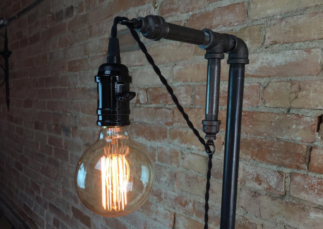 lampade-applique-stile-industrial-bottiglie-vetro-tubi-metallo-20 - KEBLOG