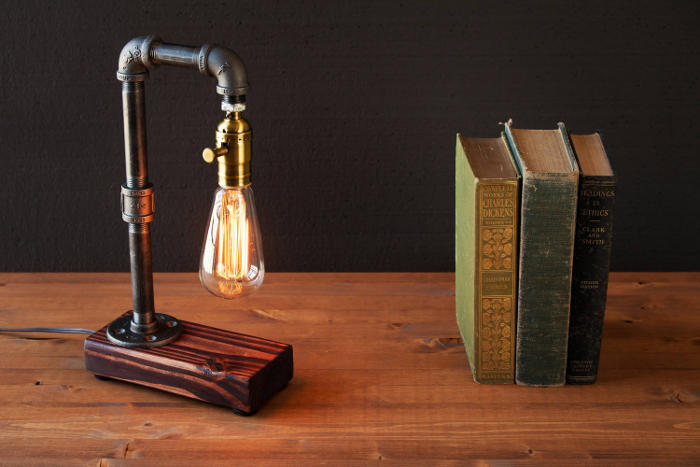 Esempi di lampade steampunk e in stile industriale