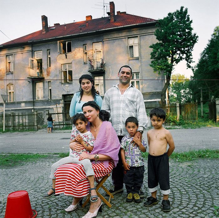 ritratti-fotografici-donna-con-diversi-uomini-famiglie-dita-pepe-11