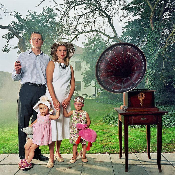 ritratti-fotografici-donna-con-diversi-uomini-famiglie-dita-pepe-12