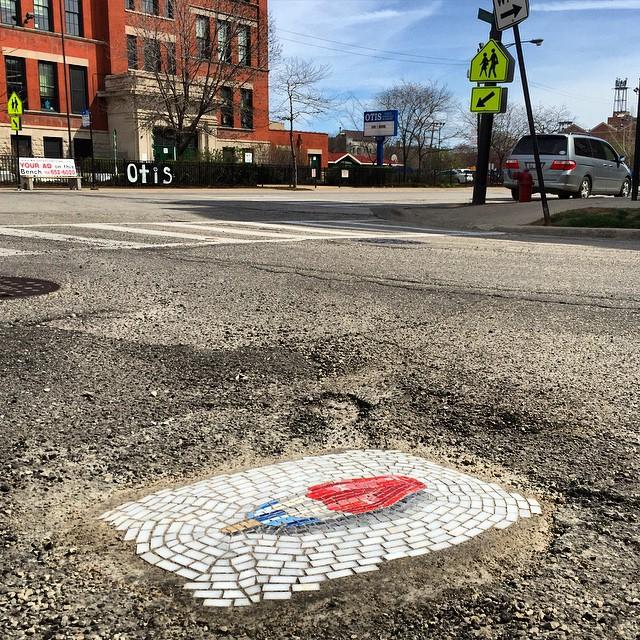 street-art-mosaici-gelati-buche-strade-asfalto-jim-bachor-06