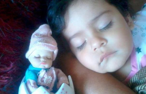 bambini-bambole-uguali-14