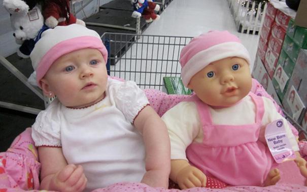 bambini-bambole-uguali-18