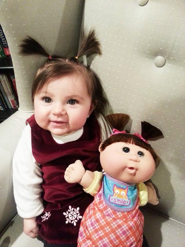 bambini-bambole-uguali-19