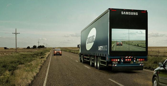 camion-sicurezza-stradale-sorpasso-display-samsung-1