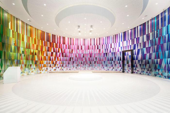 cappella-matrimoni-shanghai-pareti-vetri-colorati-01