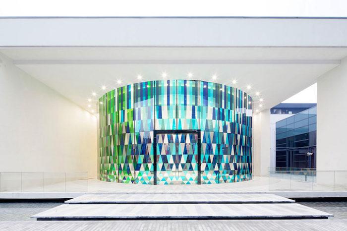 cappella-matrimoni-shanghai-pareti-vetri-colorati-03