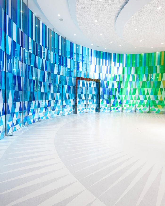 cappella-matrimoni-shanghai-pareti-vetri-colorati-05