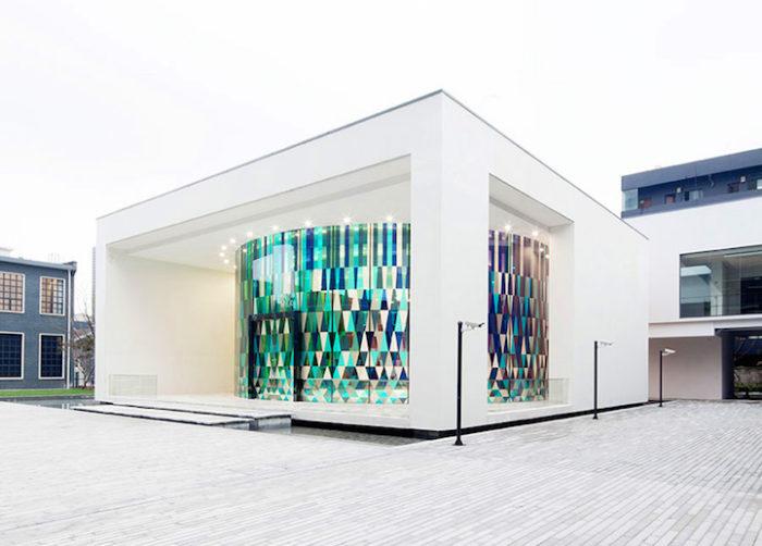 cappella-matrimoni-shanghai-pareti-vetri-colorati-07