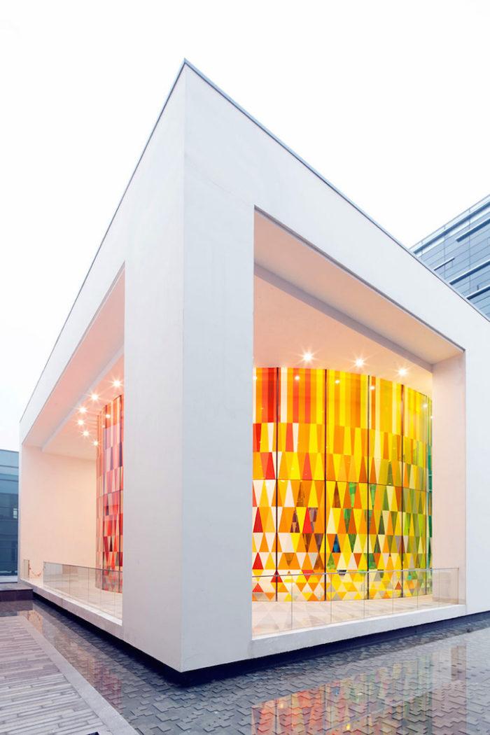 cappella-matrimoni-shanghai-pareti-vetri-colorati-08