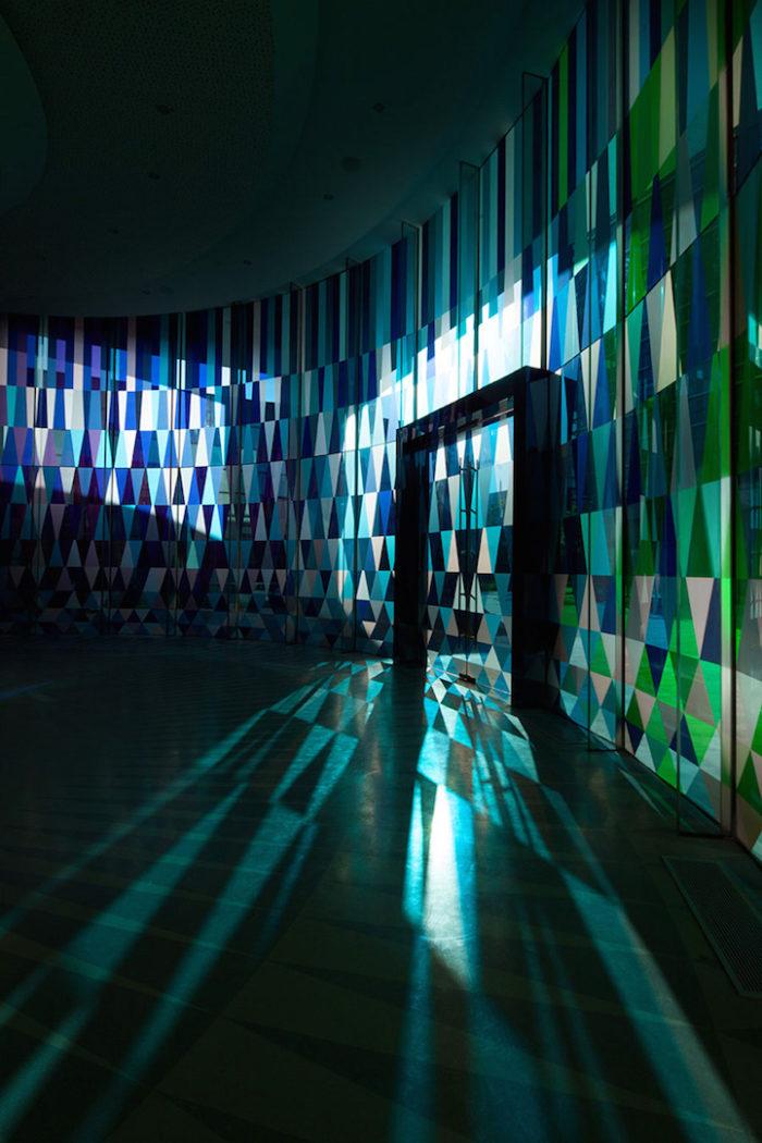 cappella-matrimoni-shanghai-pareti-vetri-colorati-10