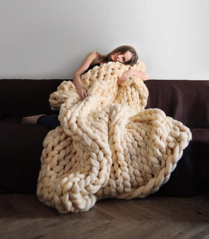 Sembrano lavori a maglia fatti da un gigante ma sono confortevoli coperte fatte a mano per umani