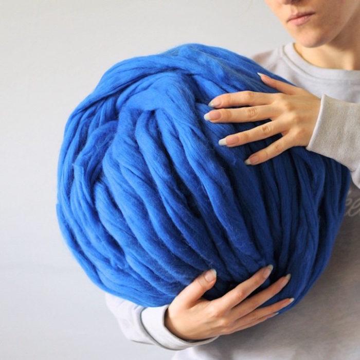 coperta-maglia-grossa-gigante-ferri-punti-enormi-ohhio-02