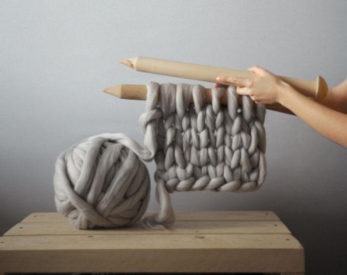 coperta-maglia-grossa-gigante-ferri-punti-enormi-ohhio-11