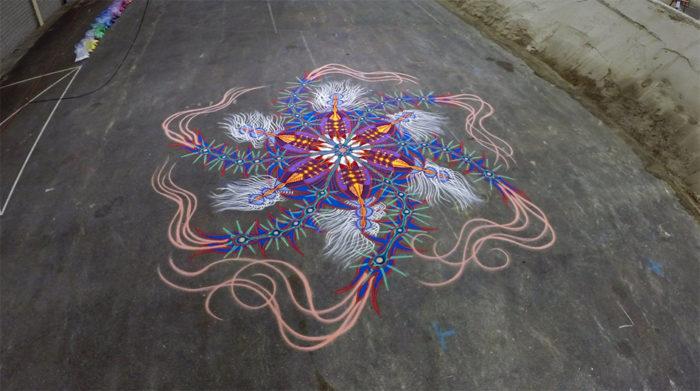 dipinti-sabbia-colorata-video-timelapse-joe-mangrum-doe-museum-1