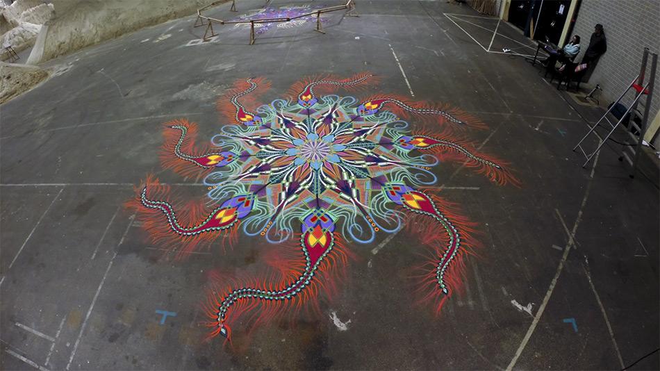dipinti-sabbia-colorata-video-timelapse-joe-mangrum-doe-museum-2