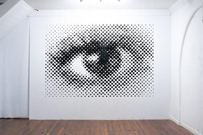 istallazione-arte-anamorfica-prospettiva-palline-sospese-occhio-Perceptual-Shift-1