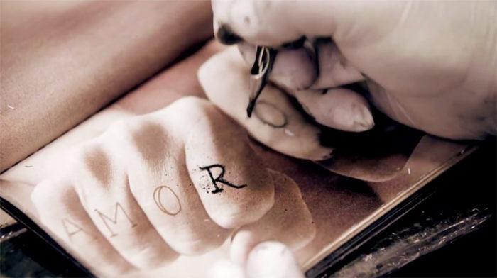libro-pagine-finta-pelle-umana-skinbook-tatuaggi-tatuatori-6