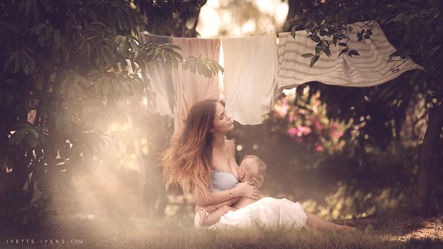 maternità-allattamento-al-seno-in-pubblico-fotografia-ivette-ivens-13
