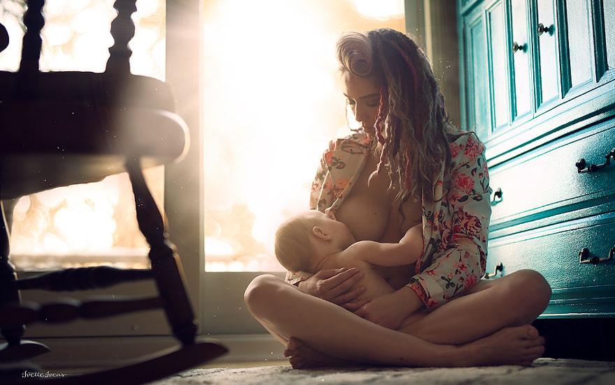 maternità-allattamento-al-seno-in-pubblico-fotografia-ivette-ivens-14