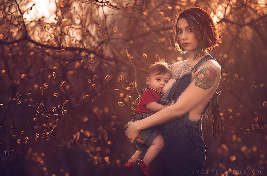 maternità-allattamento-al-seno-in-pubblico-fotografia-ivette-ivens-17