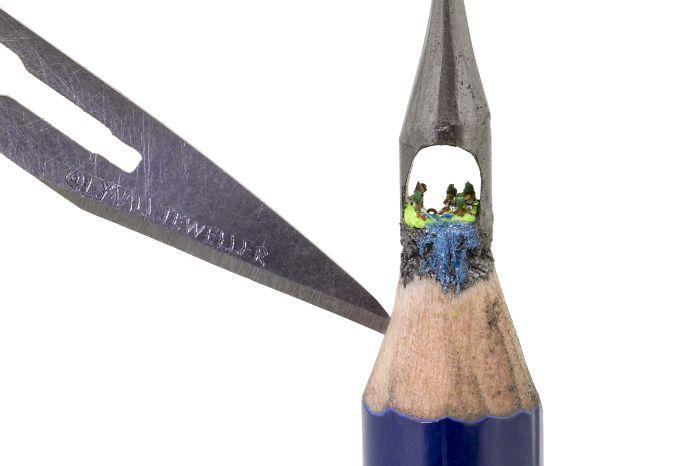 micro-sculture-punta-di-matita-Tom-Lynall-01
