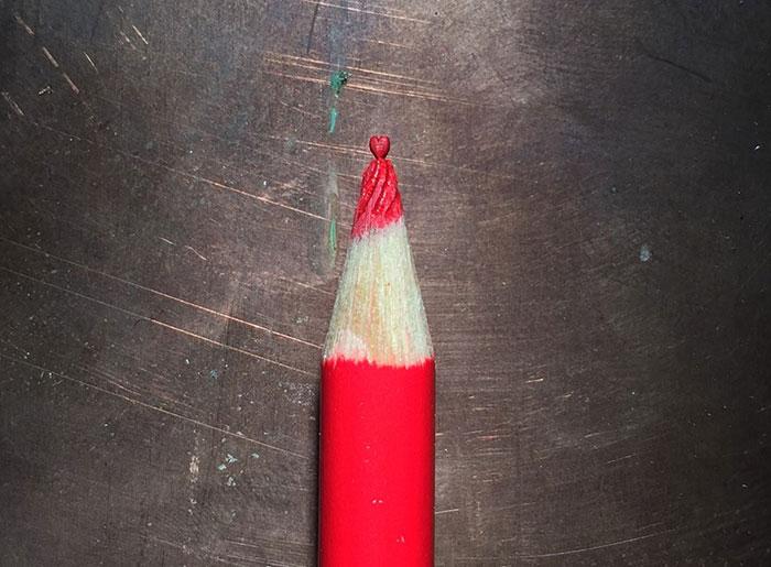 micro-sculture-punta-di-matita-Tom-Lynall-12