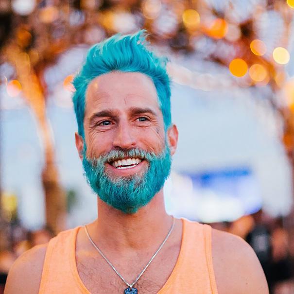 moda-uomini-tritone-barba-capelli-tinti-colori-vivaci-02