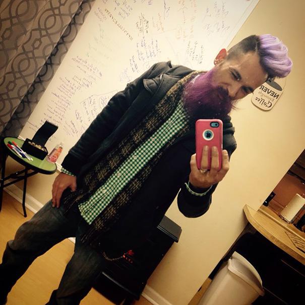moda-uomini-tritone-barba-capelli-tinti-colori-vivaci-05