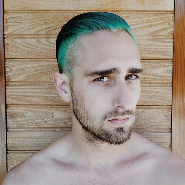 moda-uomini-tritone-barba-capelli-tinti-colori-vivaci-06