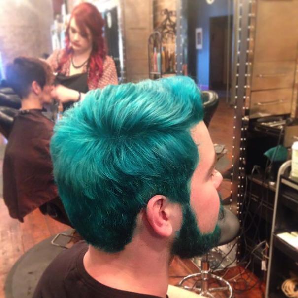 moda-uomini-tritone-barba-capelli-tinti-colori-vivaci-11