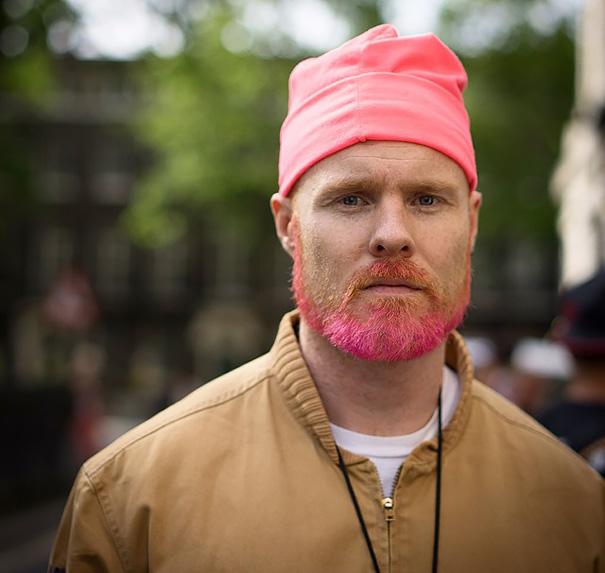 moda-uomini-tritone-barba-capelli-tinti-colori-vivaci-17