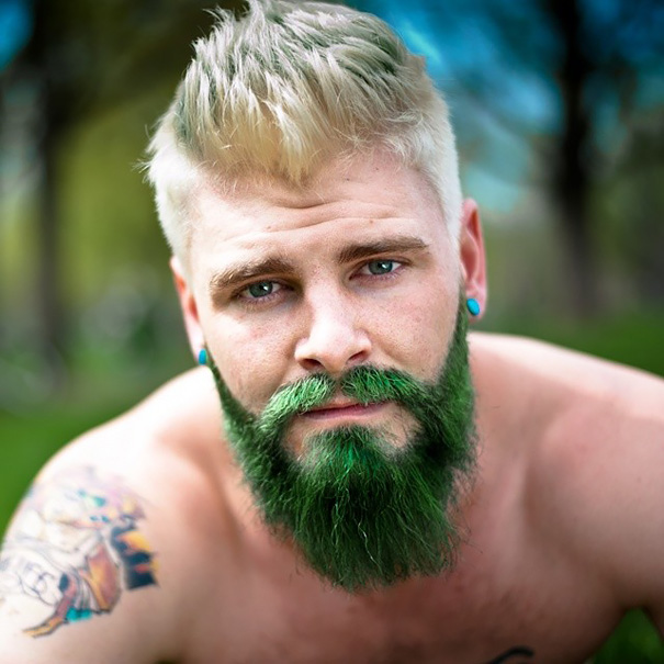 moda-uomini-tritone-barba-capelli-tinti-colori-vivaci-18