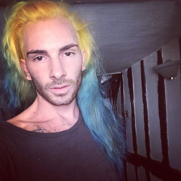 moda-uomini-tritone-barba-capelli-tinti-colori-vivaci-25