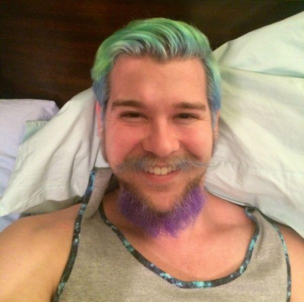 moda-uomini-tritone-barba-capelli-tinti-colori-vivaci-27