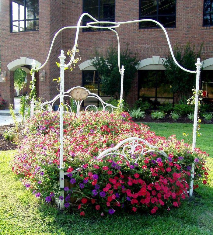 27 modi per riciclare i vostri mobili vecchi in un giardino ...