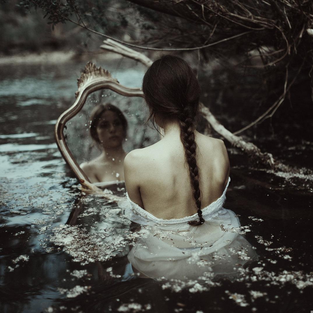 ritratti-donne-ragazze-ombre-luce-naturale-fotografia-alessio-albi-02