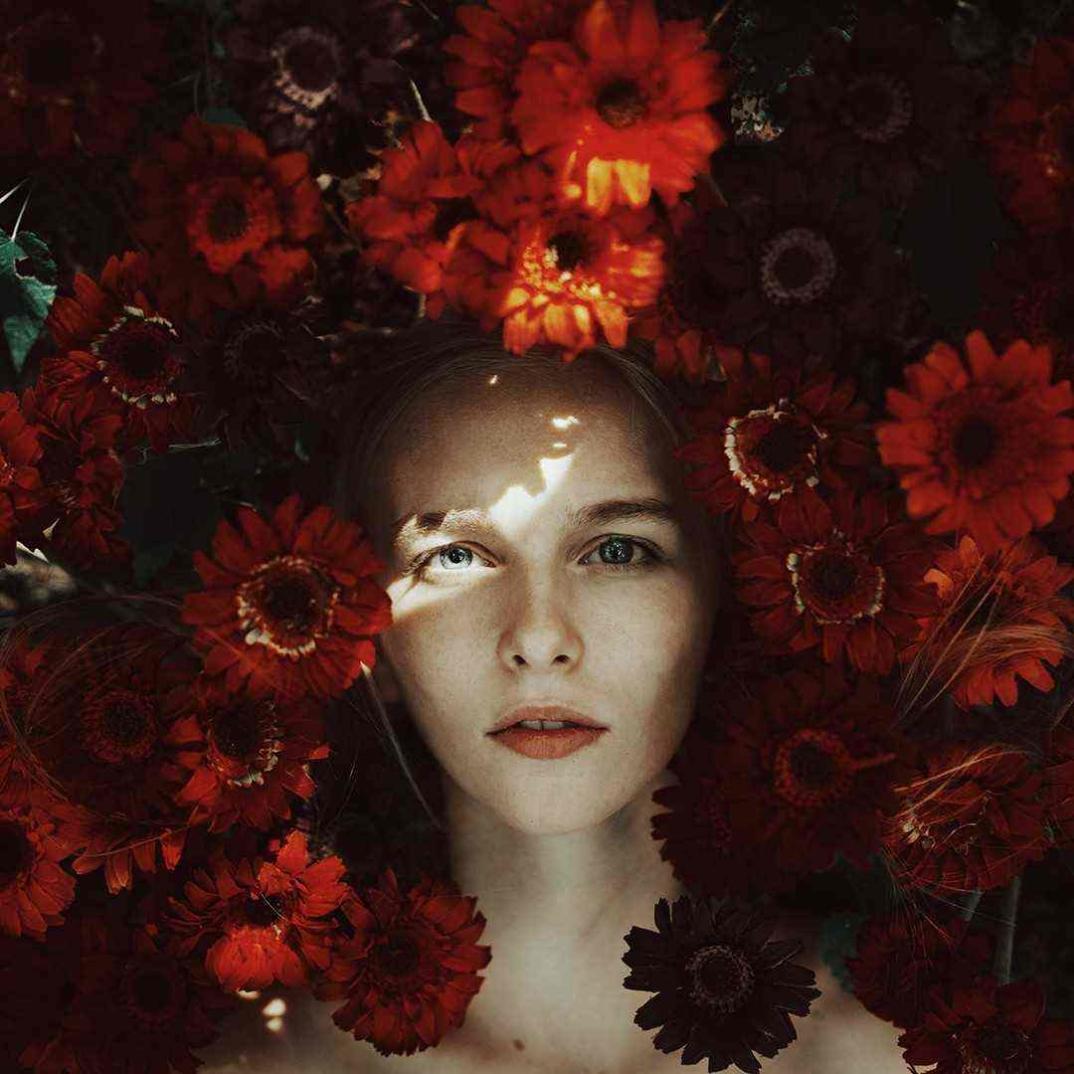 ritratti-donne-ragazze-ombre-luce-naturale-fotografia-alessio-albi-07