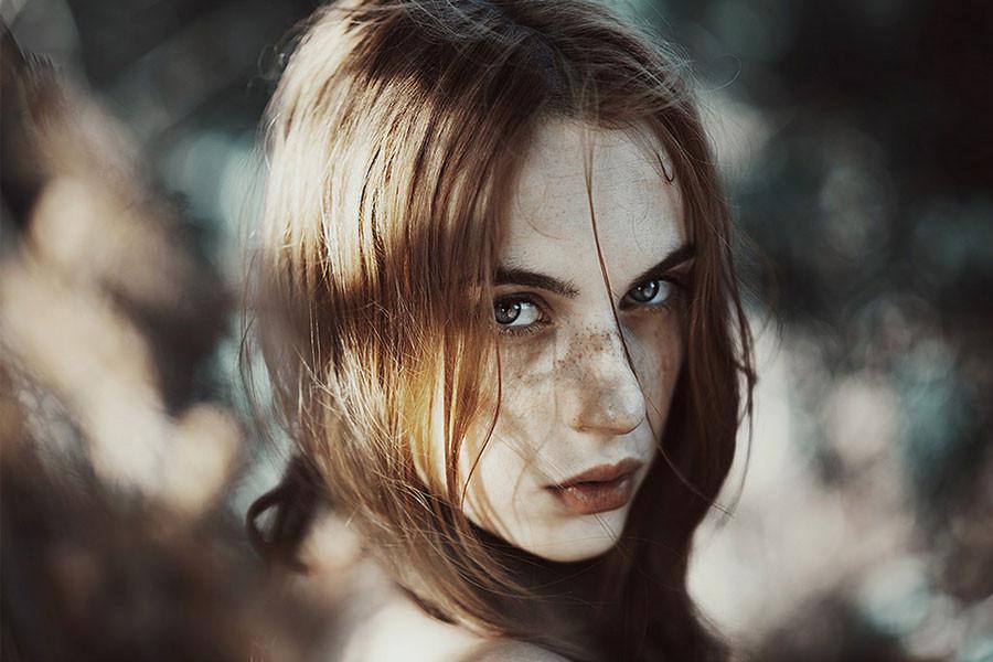 ritratti-donne-ragazze-ombre-luce-naturale-fotografia-alessio-albi-08
