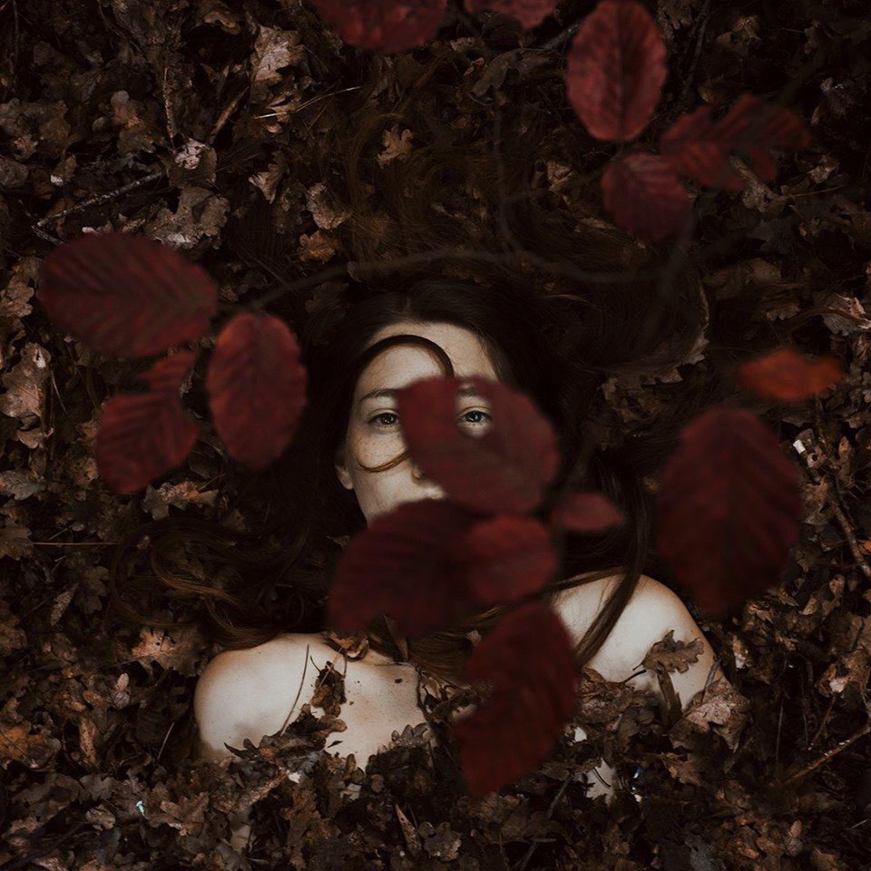 ritratti-donne-ragazze-ombre-luce-naturale-fotografia-alessio-albi-09