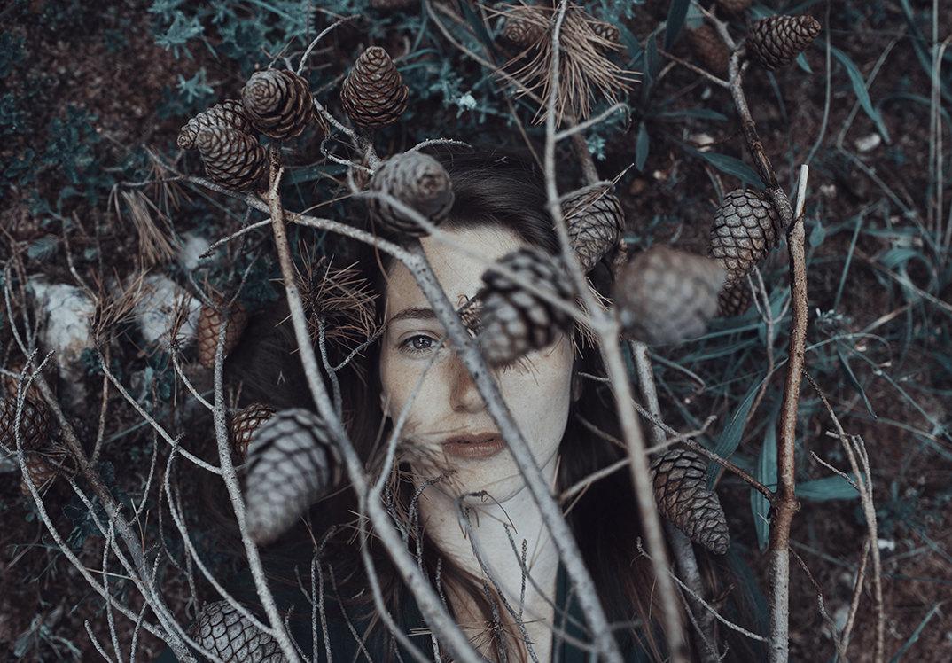 ritratti-donne-ragazze-ombre-luce-naturale-fotografia-alessio-albi-15