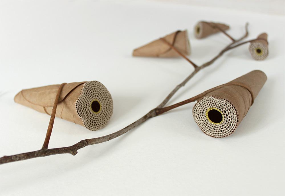sculture-foglie-secche-uncinetto-filo-arte-susanna-bauer-09