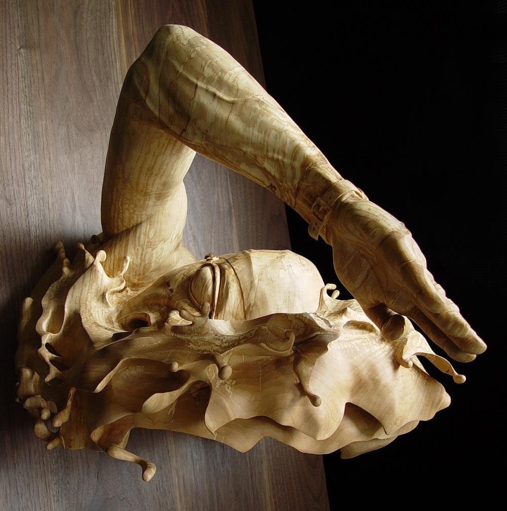 sculture-legno-figurative-realistiche-nuotatore-stefanie-rocknak-7