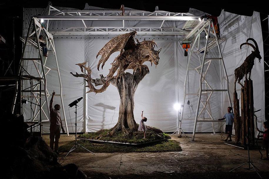 sculture-legno-riciclato-giganti-drahi-james-doran-webb-01