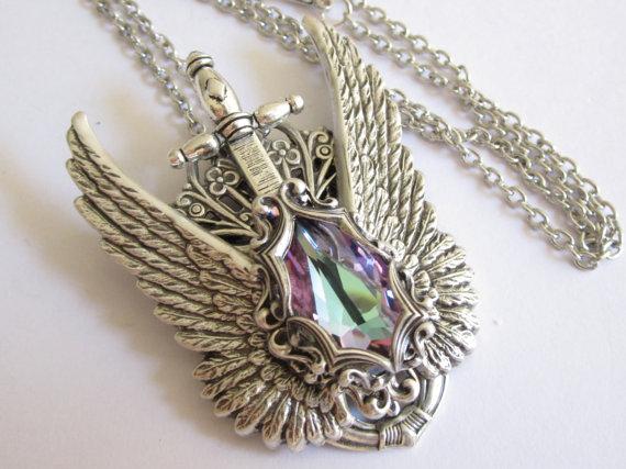 splendidi-gioielli-ispirati-games-of-thrones-fantasy-metalli-antichi-swarovski-rana-levy-3