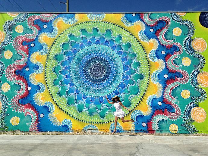 street-art-disegni-geometrici-murales-colorati-Hoxxoh-2