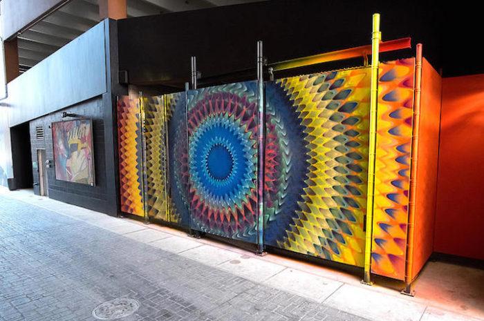 street-art-disegni-geometrici-murales-colorati-Hoxxoh-4