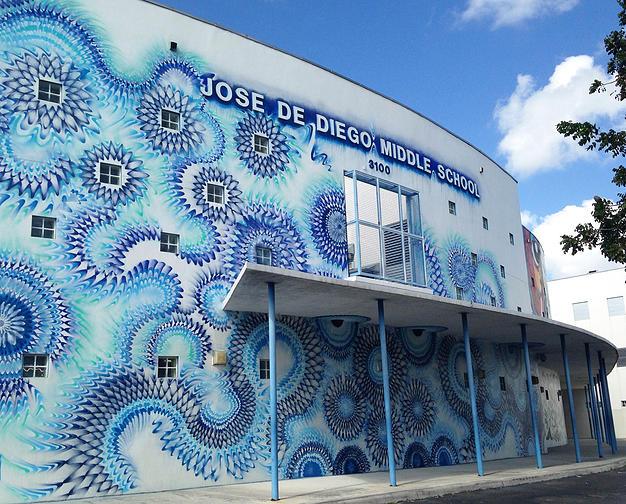 street-art-disegni-geometrici-murales-colorati-Hoxxoh-6